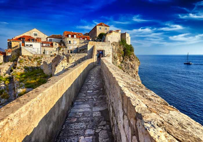 Dubrovnik walls – Holidays in Dalmatia created by Travelive