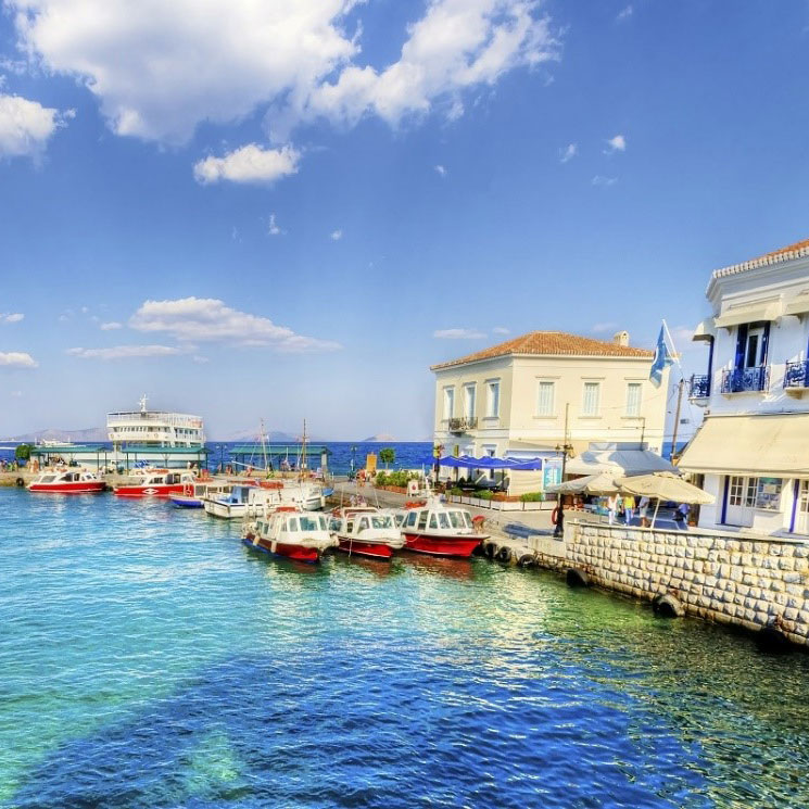Spetses island – beautiful beaches, Greece holiday destinations, relax with Travelive