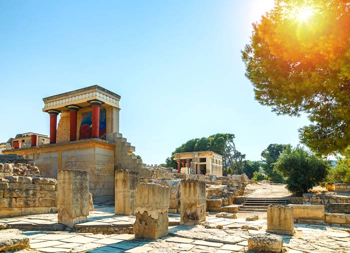 Knossos Palace – Athens Crete Santorini tours with Travelive