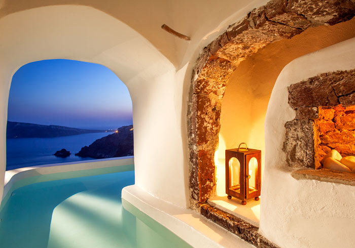 Suite with private pool – Santorini Island, Athens and Santorini Vacation packages, Travelive