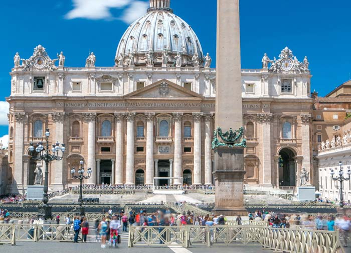 Vatican – St. Peter Square, Rome Tuscany Florence tours with Travelive