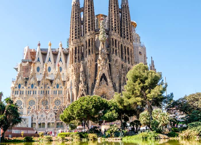 La Sagrada Familia - Barcelona honeymoon tours with Travelive, luxury travel agency