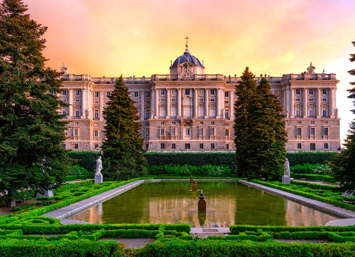 Royal Palace – Madrid Honeymoon, Travelive' s luxury honeymoon packages, Romantic Welcome
