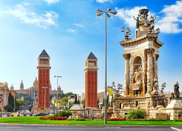 Spanish Square – Barcelona honeymoon tours with Travelive, Romantic Welcome tours
